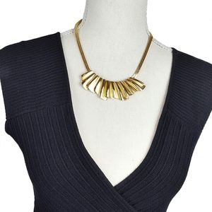 Jewelry - Vintage Gold Tone Chunky Necklace